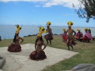 Moorea welcome dancers